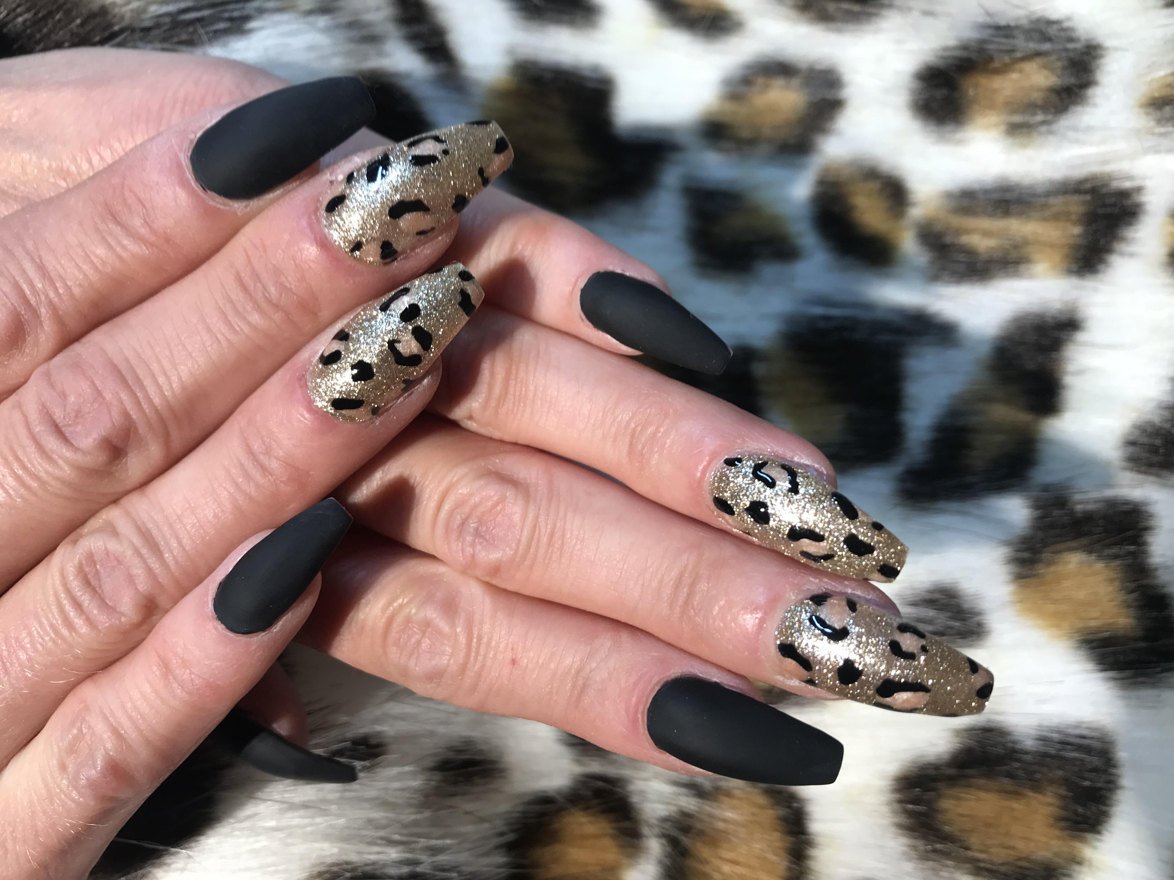 billiga naglar borås